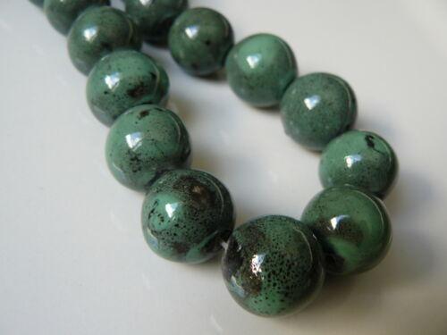 Lot de 4 perles vert en porcelaine 16//18mm  nouveauté