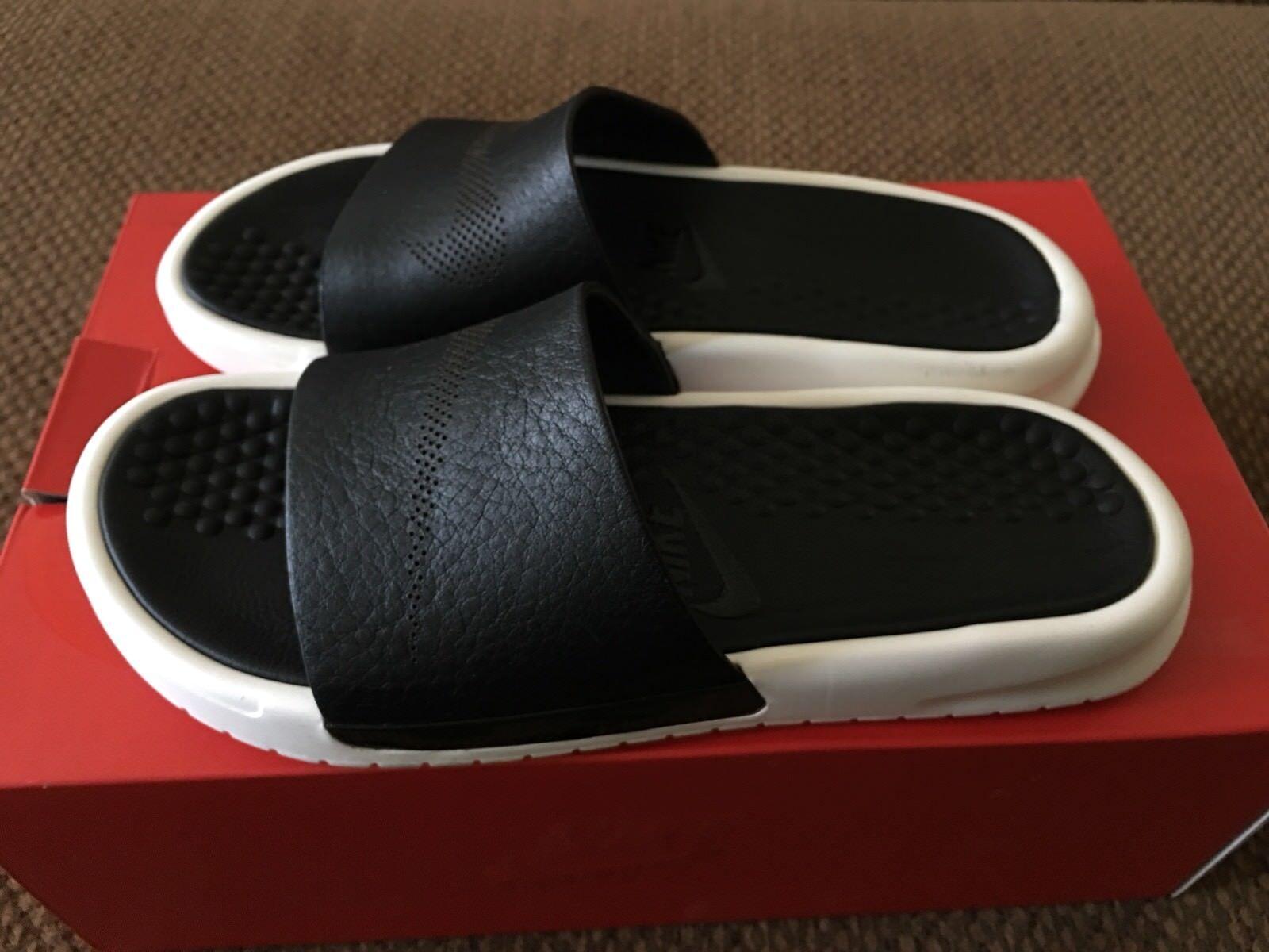 Donne  65533;s Nike Benassi Lux Slides Dimensione 5 Brand Sandali  per il tuo stile di gioco ai prezzi più bassi