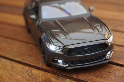 XENON IN GRAU MAISTO 2015 FORD MUSTANG GT 500 SHELBY 1:24 MIT LED-BELEUCHTUNG