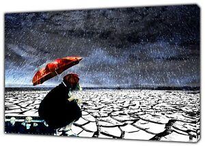 Une fille avec un parapluie sous la pluie photo imprimé sur encadrée Toile Wall Art  </span>