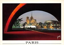 B31599 Paris Vision nocturne le long des quais de la Tournelle  france