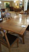 Beautiful Table and 4 Chairs Winnipeg Manitoba Preview