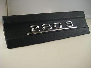 Radioschachtabdeckung-schwarz-Mercedes-280-S-W116-Abdeckung-Radioauschni