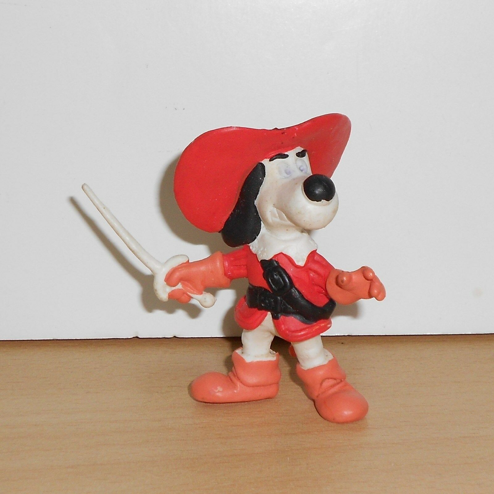 HundTANIAN AND THE THREE MUSKEHOUNDS PVC FIGURE SternSpielzeugs 80's