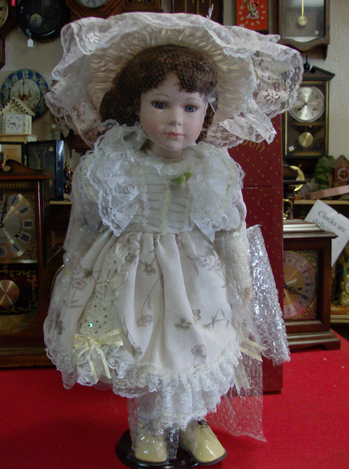 Swan Collection Porcelain Doll   Nuovo In Box