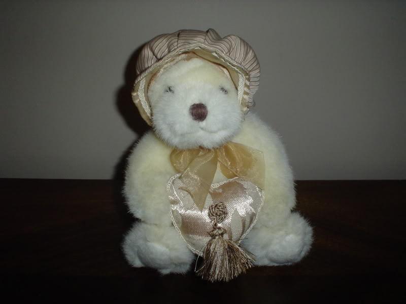 Russ Berrie UK  Heart Throbs Bear RetiROT