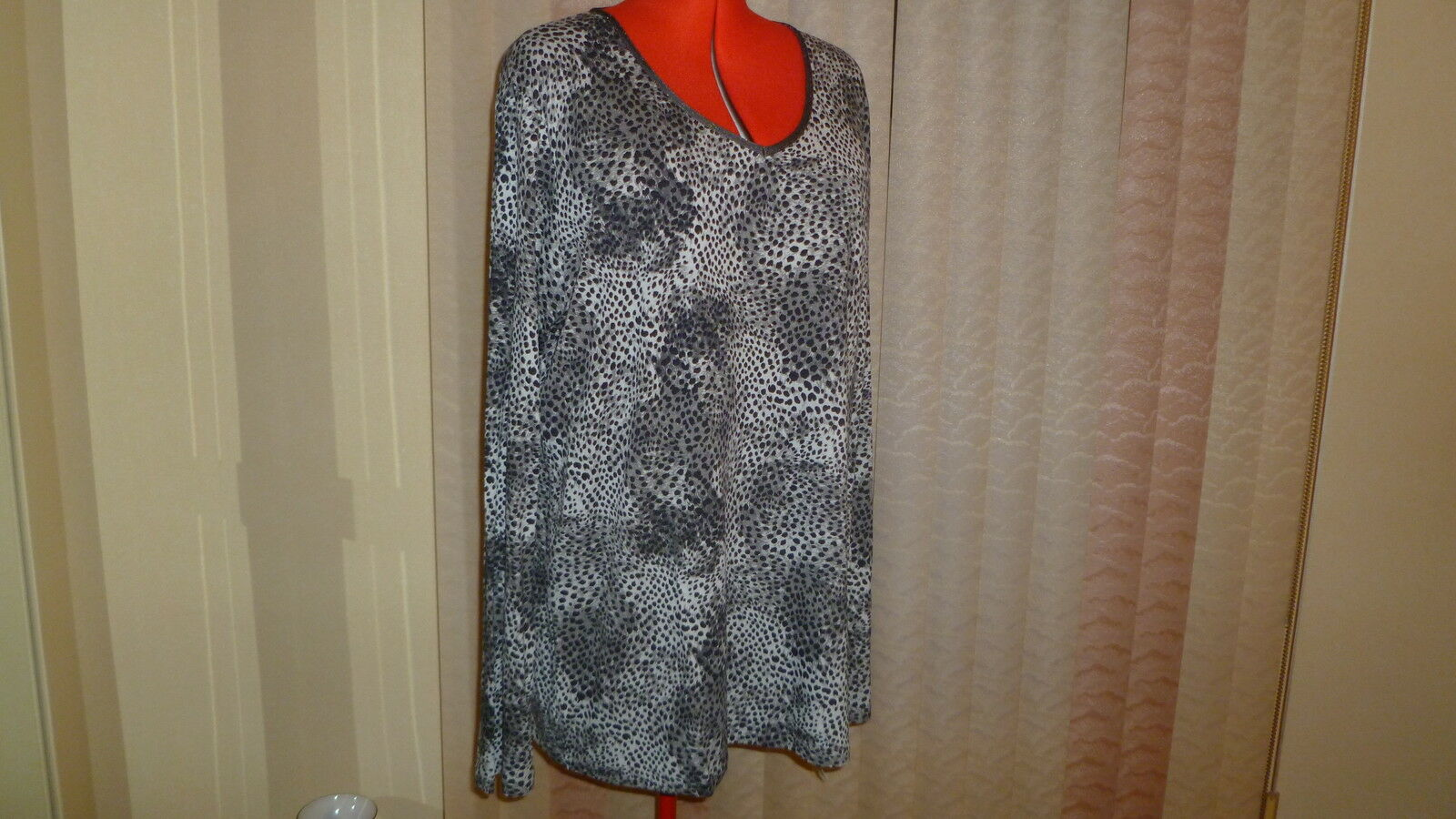 NWTPersona by Marina Rinaldi long sleeve embellished V-neck top grau printXXL 4X