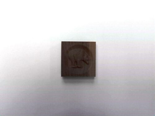 "4 1//2/"" x 4 1//2/"" x 7//8/"" Engraved Bear Rosette Corner Moulding Block"