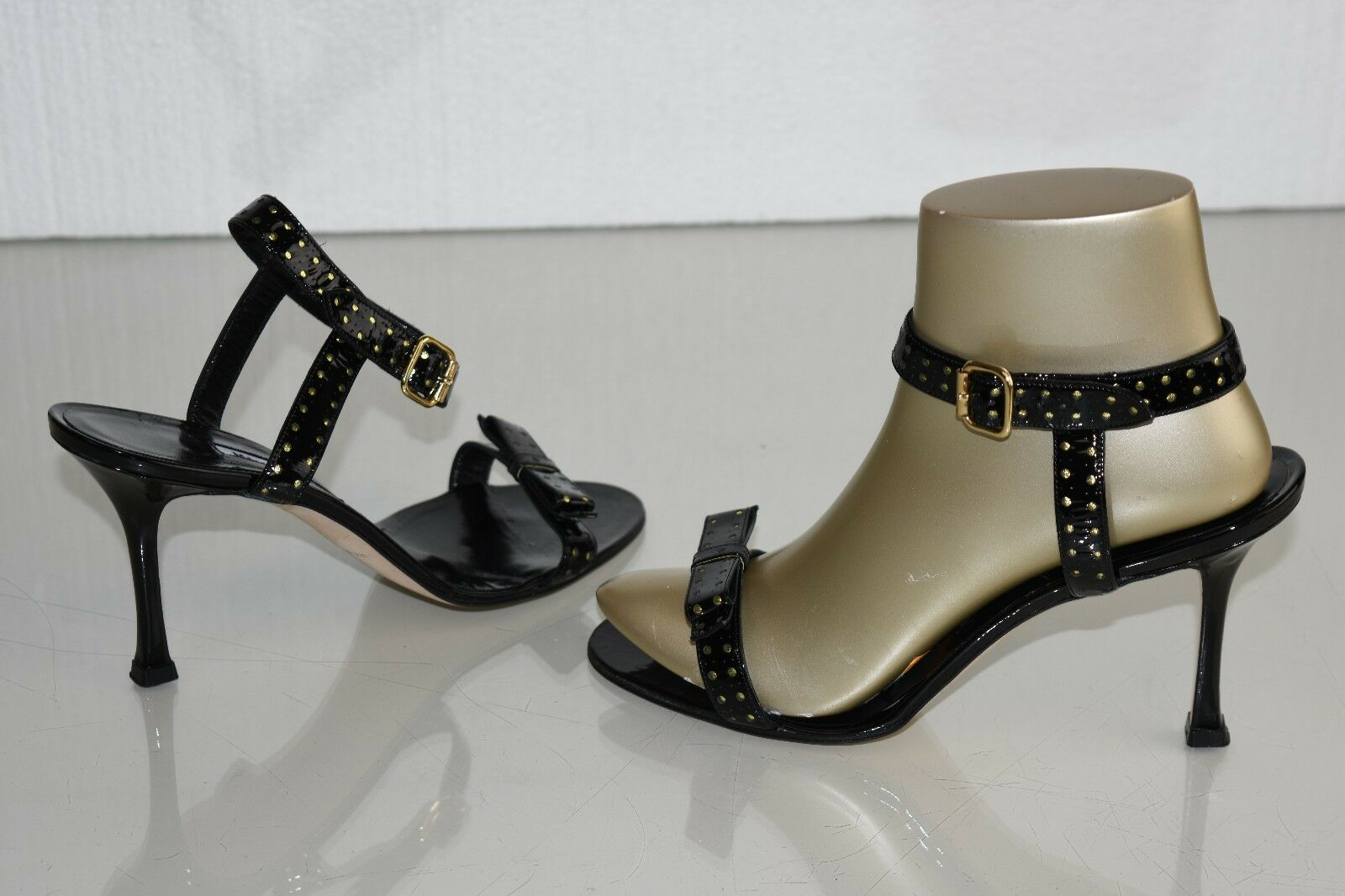 NEW MANOLO BLAHNIK PATENT PERFORATED LEATHER schwarz SANDALS BOW schuhe 40 40.5