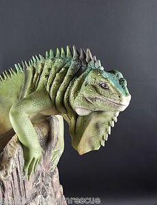 Boehm-Porcelain-IGUANA-ON-TREE-by-Artist-Natalie-Surving-NEW-Lizard