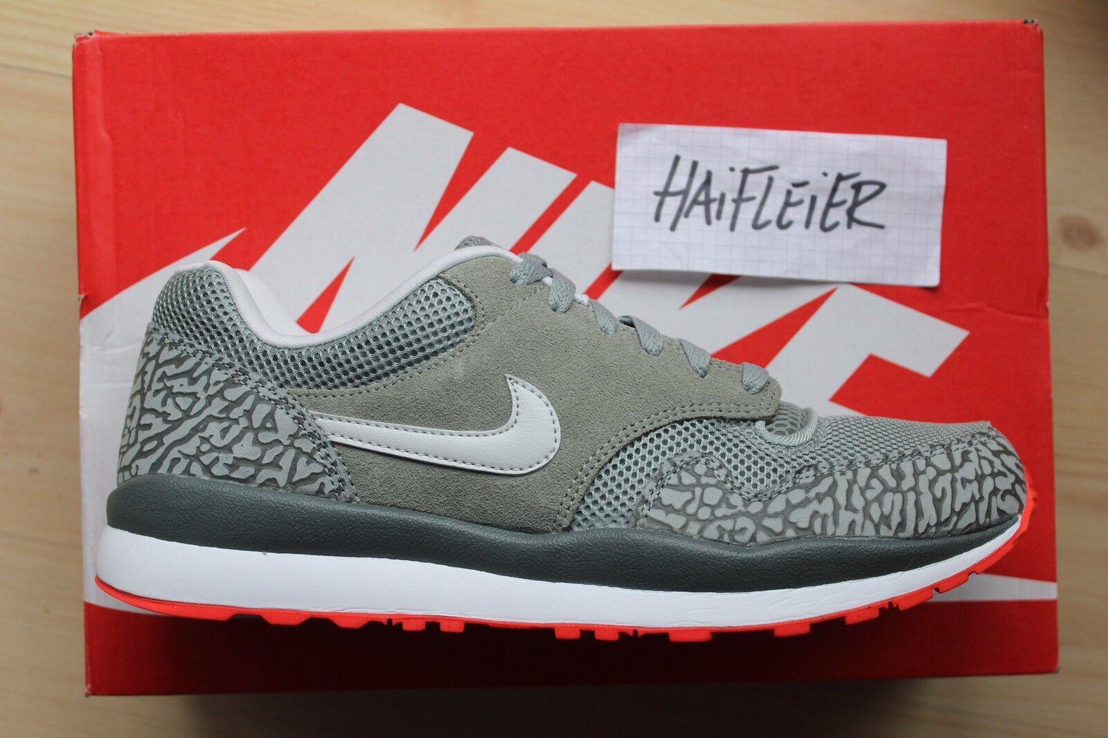 Nike Air Safari / Gr. US 10.5 / NEU / 371740 302