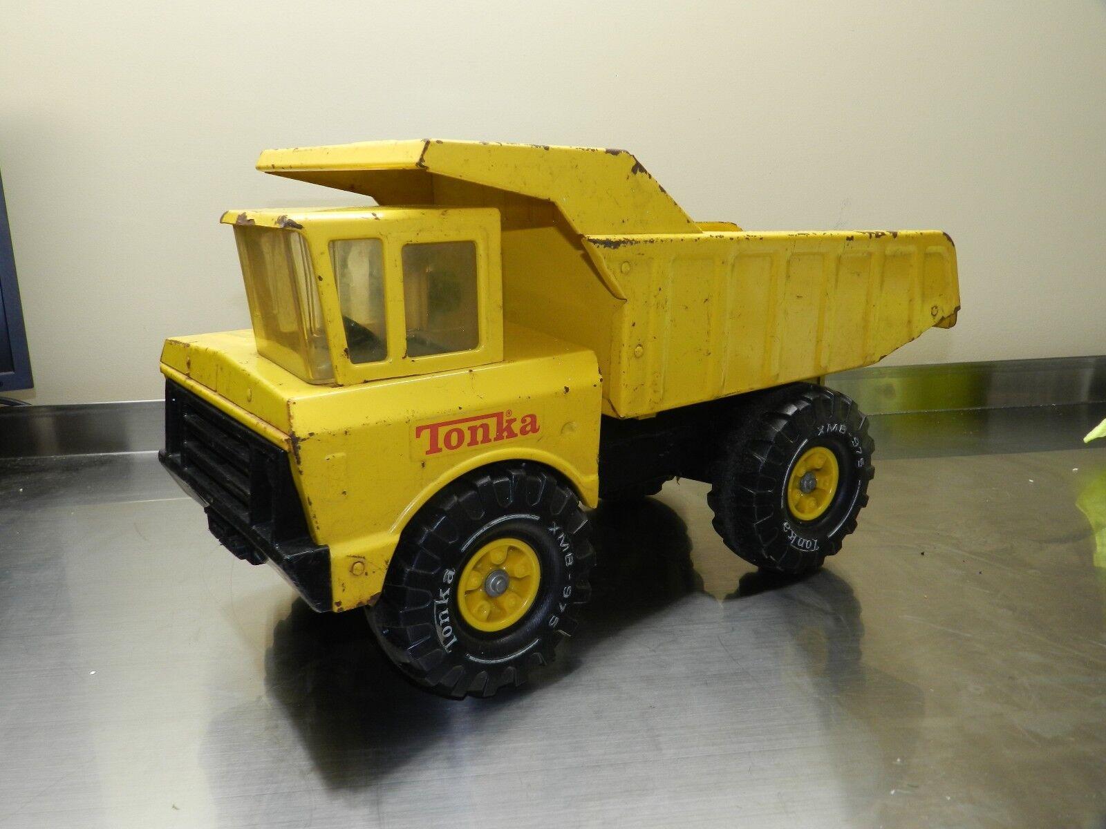 Vintage Mighty Tonka Camión giallo XMB-975 de construcción de acero prensado