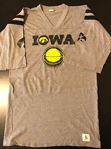a03ad8142de Vintage 80s Iowa Hawkeyes Basketball 50-50 T-Shirt NCAA Final Four ...