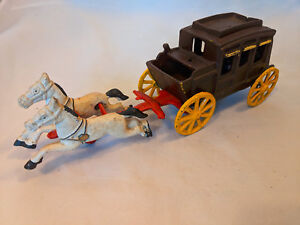 Vintage-Cast-Iron-Horse-Drawn-Stagecoach-Detachable-Horses-amp-Driver-Toy-Painted