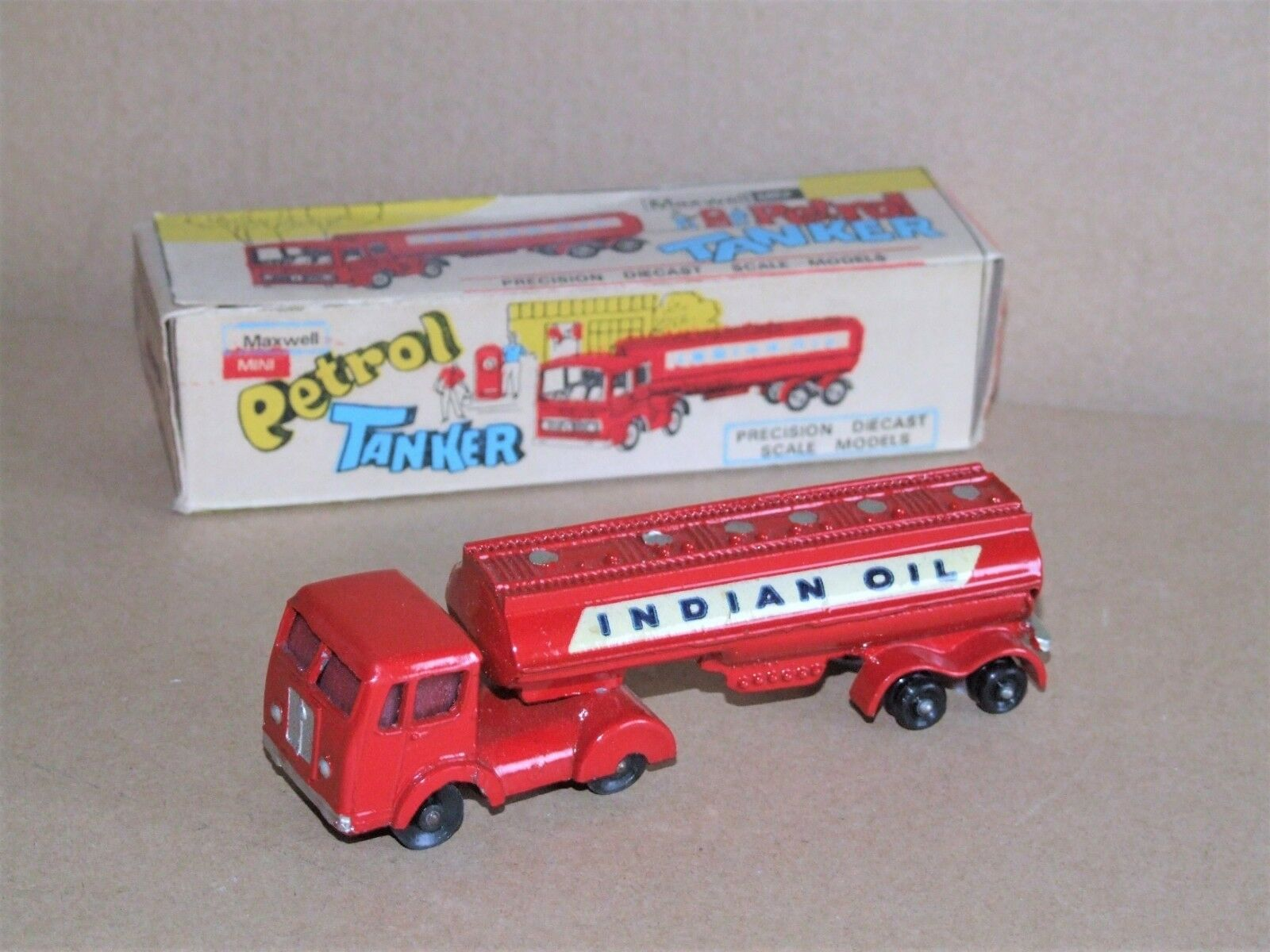 Milton Mini (India) 593 BENZINA CISTERNA OLIO INDIANO-RARE Budgie TOYS copia