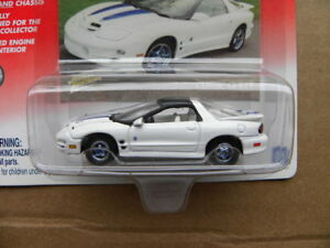 1999-PONTIAC-FIREBIRD-2001-JOHNNY-LIGHTNING-CLASSIC-GOLD-COLLECTION-1-64