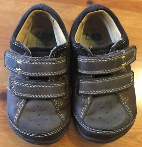 43e4a35c234 Boys Clarks leather Dark Brown Shoes Size UK 4F Infant Very Good ...