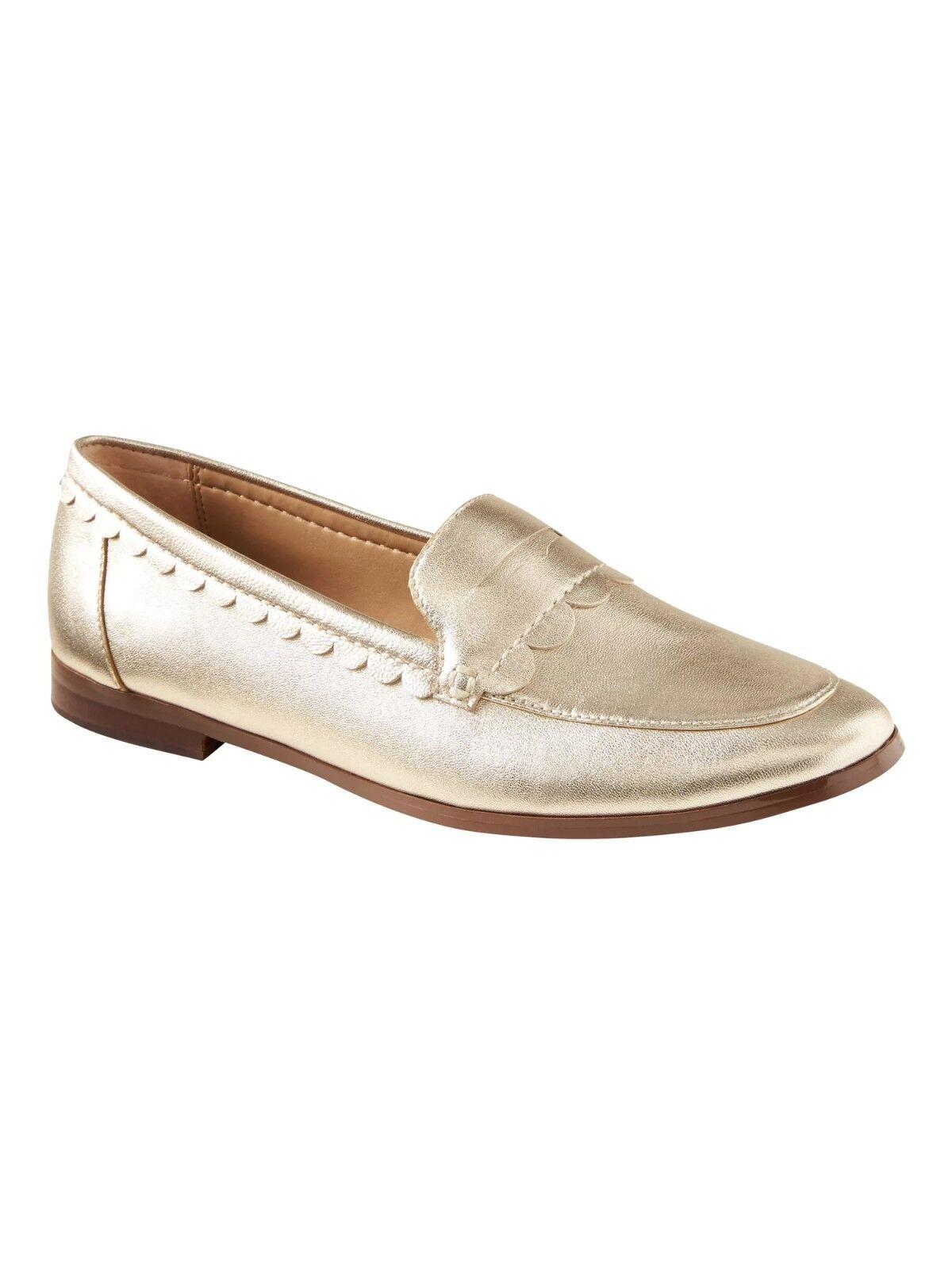 Banana Republic Demi Scallop-Detail Loafer,Navy Patent  SIZE 7.5    #873903 E214