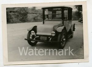 Vintage-B-W-photo-car-automobile-1920-Rauch-and-Lang-Electric