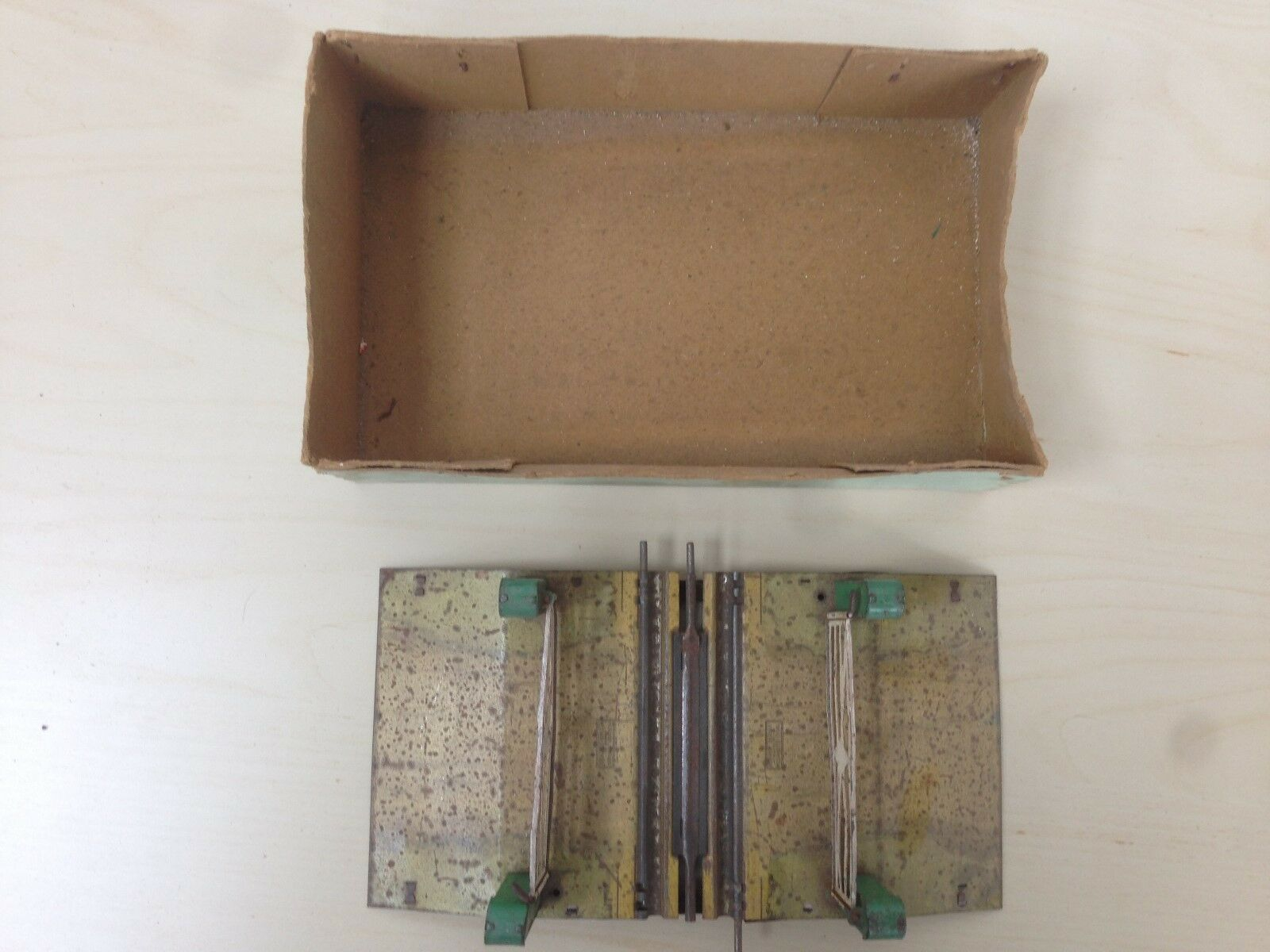 Hornby O gauge  3 rail  Electrical Level Crossing in part box
