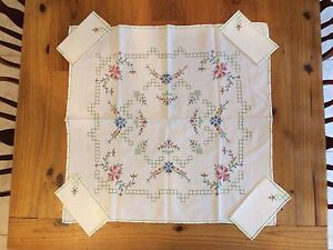 """VINTAGE 32"""" = 810mm COLOURFUL EMBROIDERED SQUARE TABLE CLOTH & 4x SERVIETTES"""
