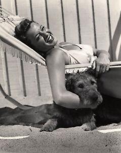 ELLEN-DREW-8x10-PICTURE-ACTRESS-BATHING-SUIT-DOG-PHOTO