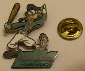 GOOFY-playing-baseball-vintage-pin-badge-Disney-Home-Video