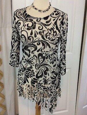 CHICO'S TRAVELERS Blk/White Print Sheer Blouse 3/4 Sleeve & Fringe Hem Size 0