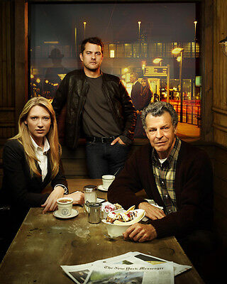 Fringe [Cast] (52442) 8x10 Photo