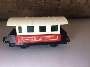 Matchbox-Eisenbahn-Lesney-Nr-44-Passenger-Coach-Zug-Waggon-mit-Scheiben-Railway