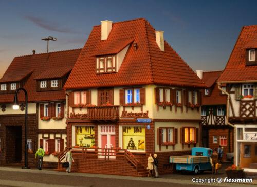 Metzgerei Bahnhofstraße 19   Bausatz Neuware Vollmer H0 43674