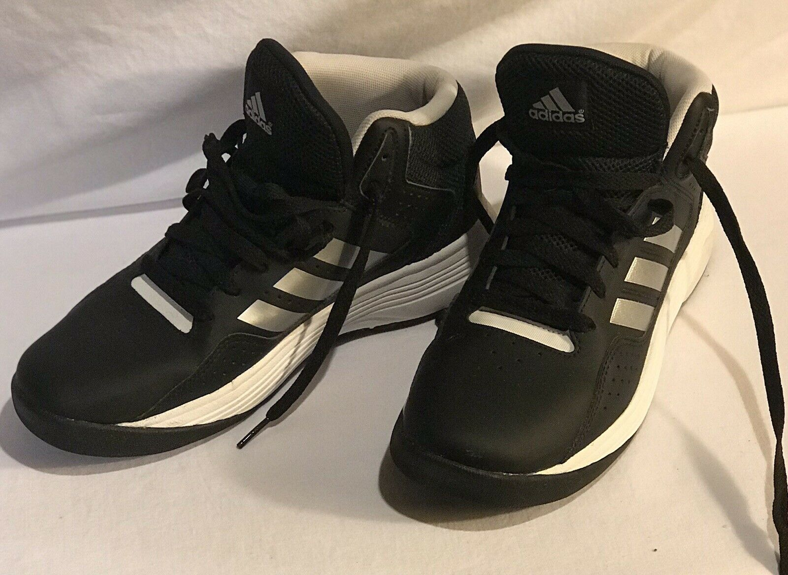tener Comida Vago  Adidas Cloudfoam Basketball Mid Black/Silver AQ1331 Size 5.5 (5 1/2) Barely  Used for sale online