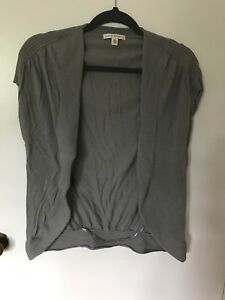 8ed0b033e4aa BANANA REPUBLIC Summer Gray Knit Short Sleeve Sweater Cardigan Sz XS ...