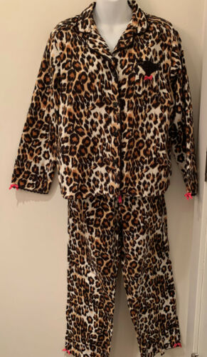 Betsey Johnson Intimates leopard flannel pajama se