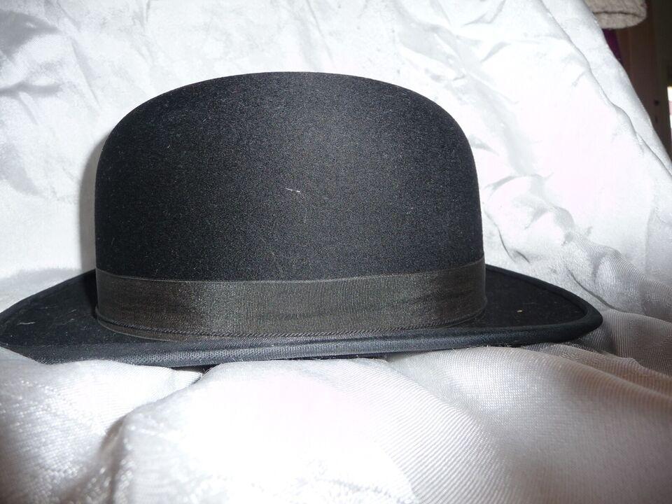 Hat, HW Toftes sønner, Holbæk