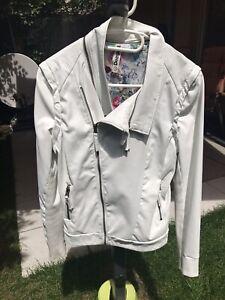 Details zu Desigual Jacke Damen Weiß Kunstleder Gr. 38 Abnehmbare Ärmel Weste