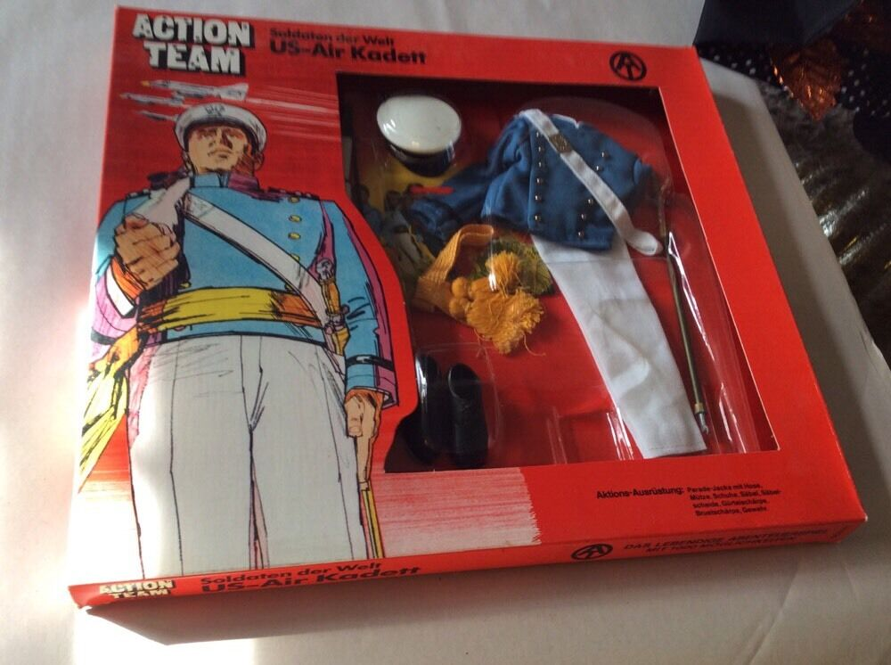 GI Joe Action  US AIR KADETT  Uniform 1970 HASBRO New On Box