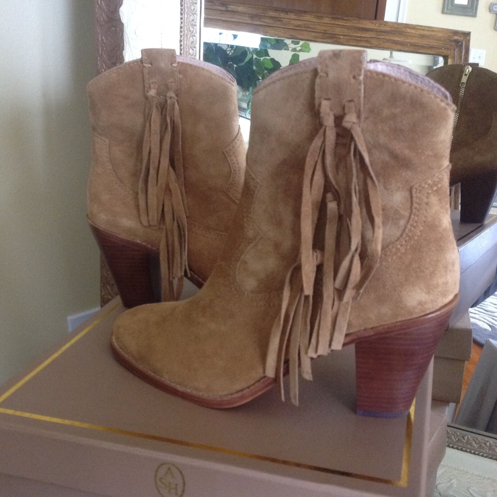 ASH Isha Wouomo Camel Suede Fringed Ankle avvio 10M MSRP  275