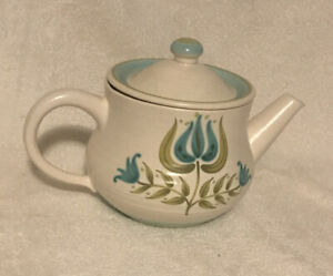 Vintage-Franciscan-Earthenware-Tulip-Tea-Pot-With-LID-in-Great-Condition