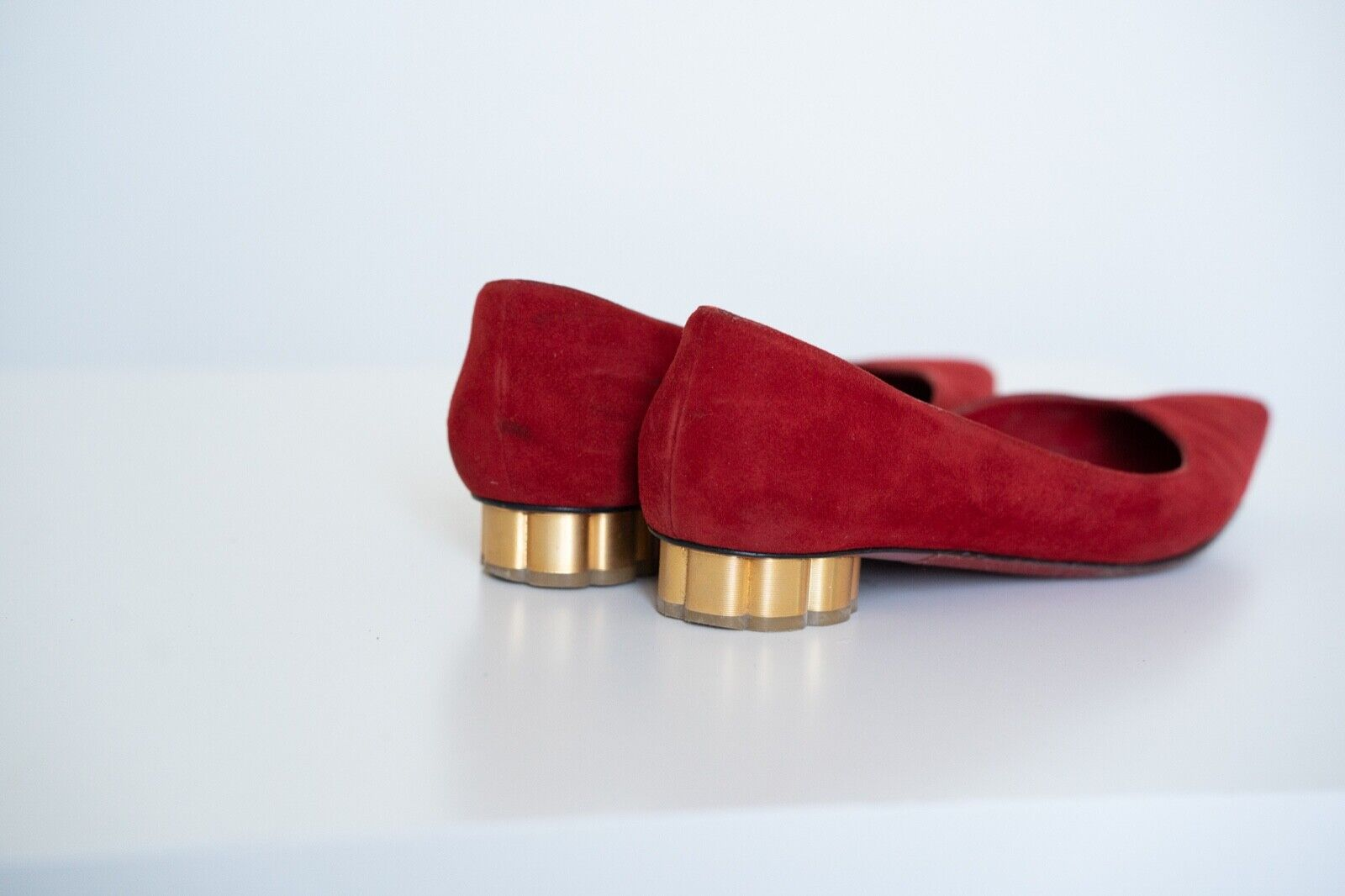 Ferragamo Bari Red Lipstick Suede 2cm Flats Flats Flats with gold Heel Sz 7 49e1e4