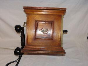 altes kurbeltelefon telefon im holzgeh use bitte richtig. Black Bedroom Furniture Sets. Home Design Ideas
