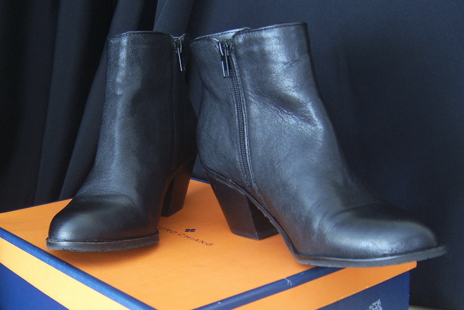 ARTURO CHAING At-Sprinkle BlackLeather Inside Zipper Ankle Boots Size 7 1/2 M