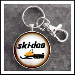 Vintage-Ski-Doo-Snowmobile-Shoulder-Patch-Photo-Keychain-Snow-Machine-Gift