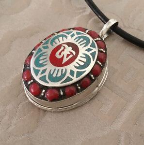 Tolles-Tibet-AMULETT-Silber-GAU-aus-NEPAL-Lotus-Flower-amp-OM-Ghau