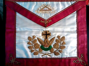 Masonic-Vintage-Rose-Croix-Apron-in-FANTASTIC-CONDITION-obviously-stored-away