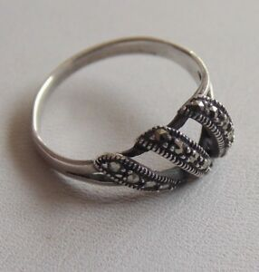 Wonderful-Unusually-Styled-Modern-Sterling-Silver-amp-Marcasite-Ring-Sz-O