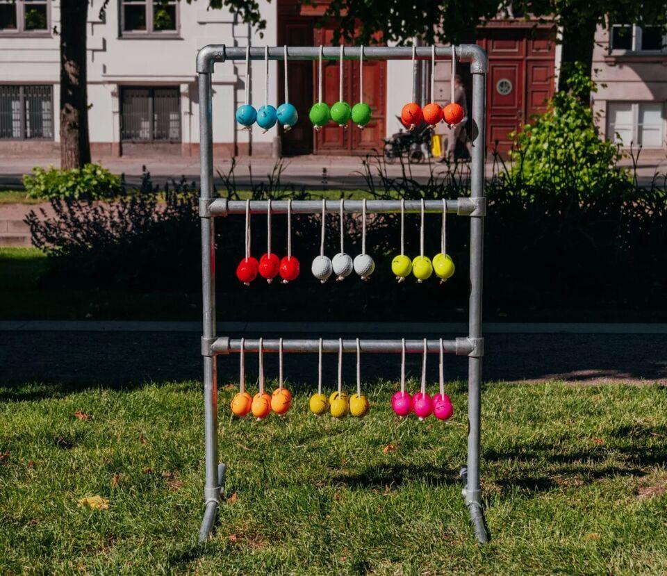 Stigegolf i vandrør og ægte goldbolde, udendørsspil