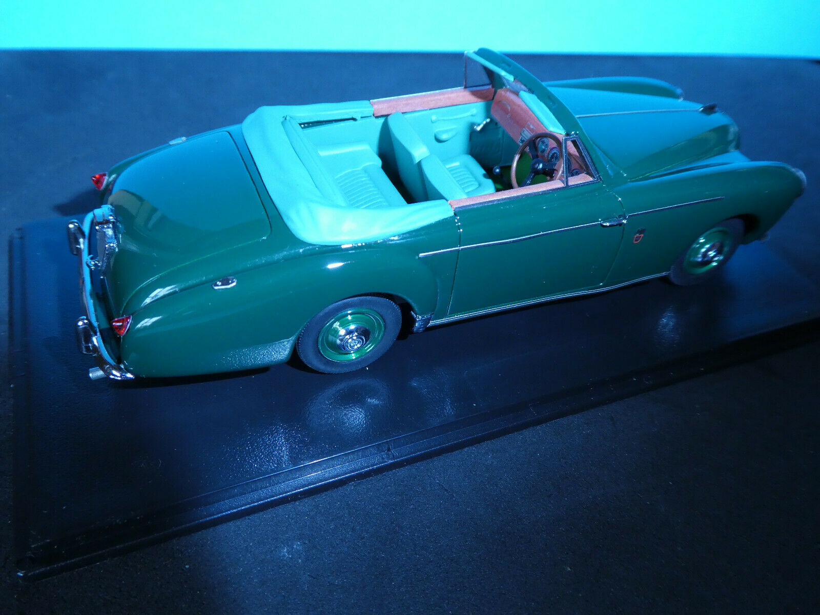 Lagonda 3 litre DHCoupe 1956 in Green NEW Neo model 1 43 rd.