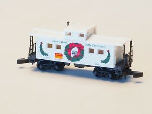 14713-Micro-Trains-MTL-Z-Scale-Caboose-Holiday-Car-1995-034-Marklin-Z-Couplers-034