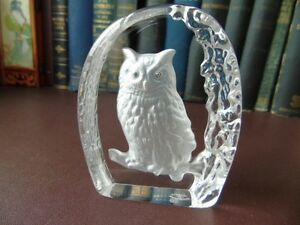 Vintage-Wedgwood-Art-Glass-Crystal-Etched-Eagle-Owl-Paperweight